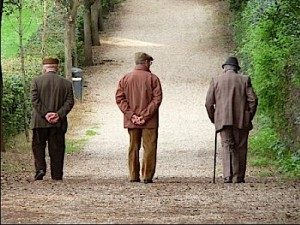 anziani in fuga