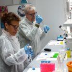 Giornalisti UNAMSI al 'lavoro' nei laboratori dell'IFOM